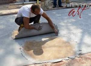 amprentare-propriu-zisa-a-betonului-cu-matrita-care-imita-marmura-2