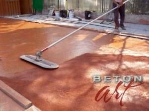 imbibare-uniforma-a-culorii-in-betonul-amprentat